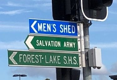 Street sign that reads Men's Shed.